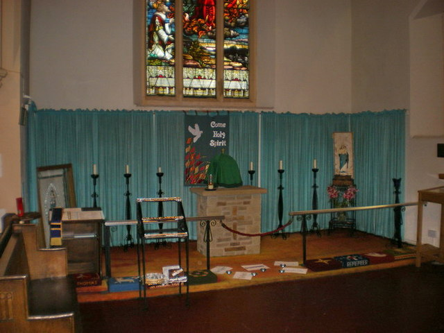 Parish Church of St Thomas the Apostle, Claremont, Interior
