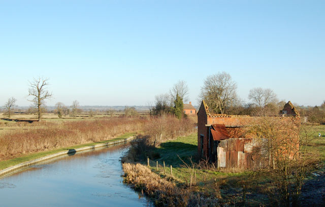Roofless barn beside Grand Union Canal, Lower Shuckburgh