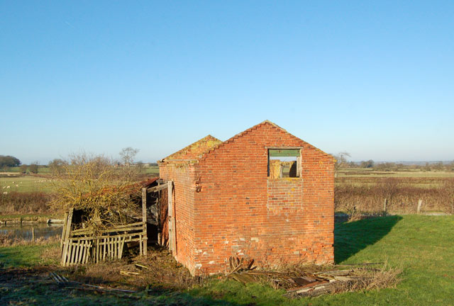 Roofless barn at Lower Shuckburgh