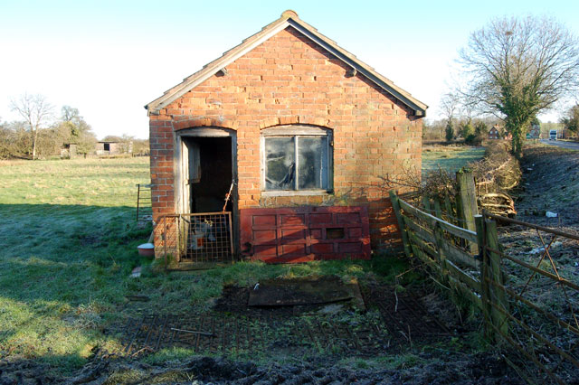 Disused weighbridge and hut, Lower Shuckburgh (2)