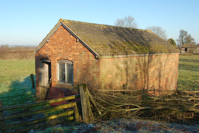 Disused weighbridge and hut, Lower Shuckburgh (1)