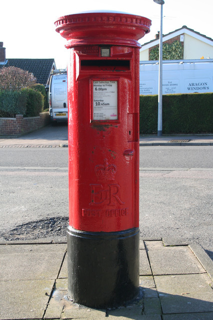 Elizabeth II Postbox, Russell Drive, Ampthill