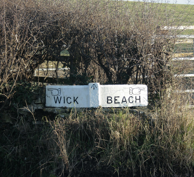 2010 : Signpost on Wick Lane junction with Beach Lane