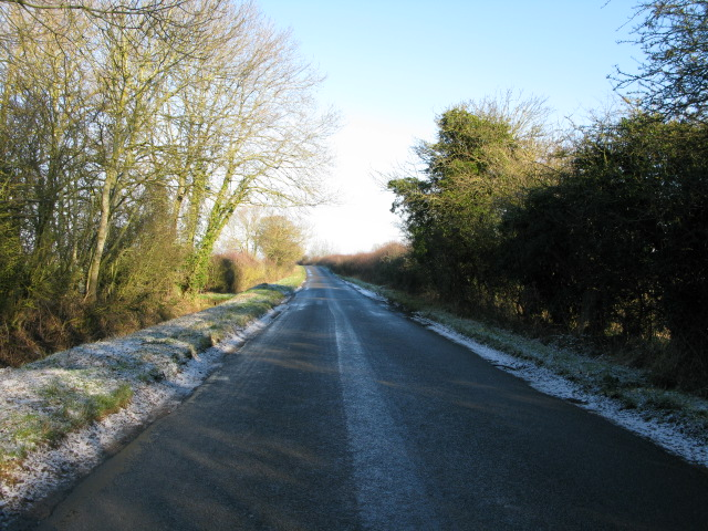 View along the road to Bourton