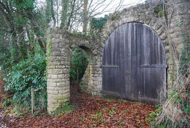 Footpath goes through the arch, Croydon Gardens