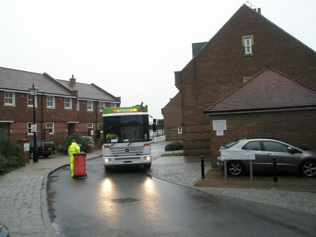 Dustcart reversing in Wheelwright Close