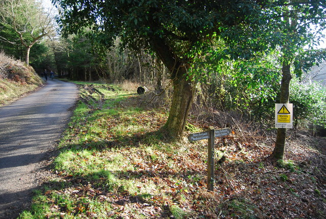 Footpath signposted off Stouts Way Lane