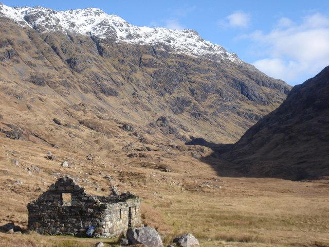 Looking up Gleann an Lochain Eanaiche