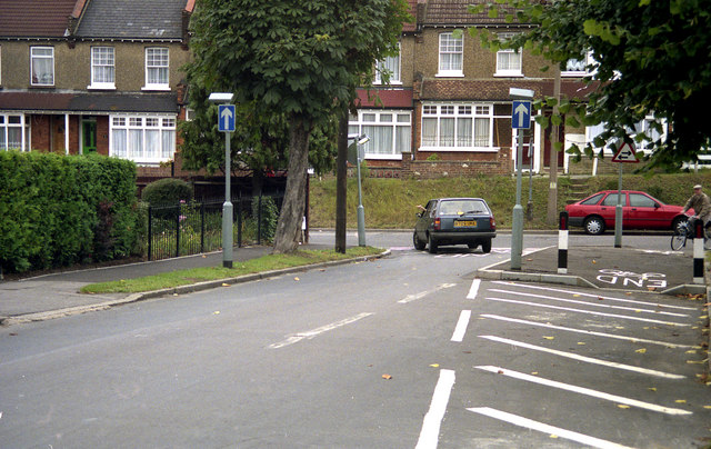 Coulsdon:  North end of  Windermere Road