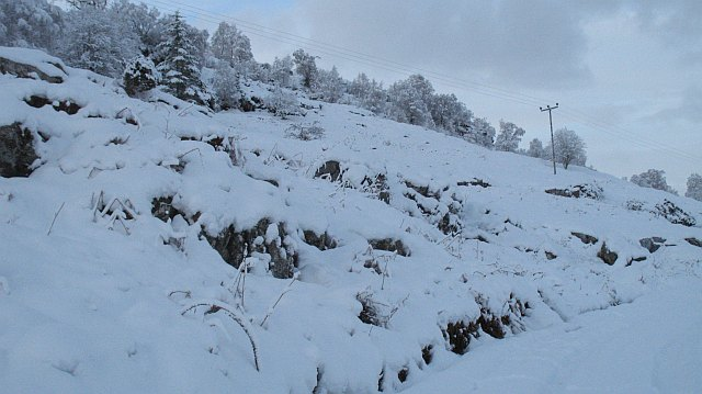 Craggy hillside above Leac