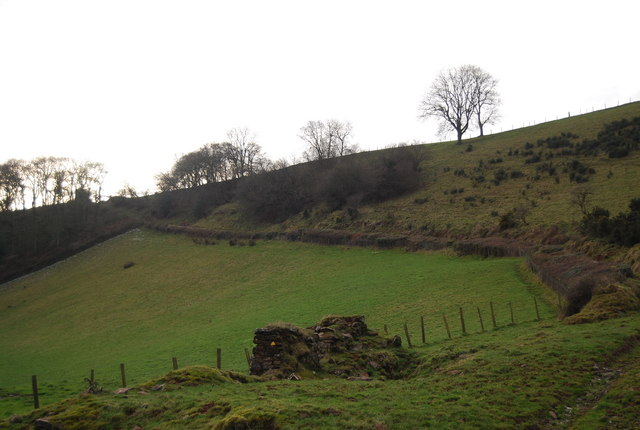 The remains of Perley Barn & the footpath beyond