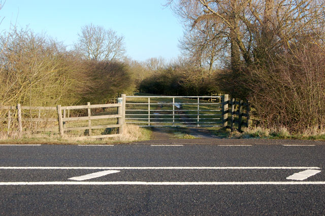 Start of bridleway to Onley Fields, gate from A45