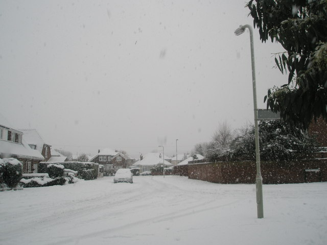 Junction of a snowy Woodstock Road and Hooks Lane
