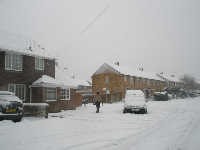 Approaching the junction of  a snowy Ibsley Grove and Hooks Lane