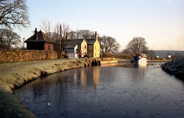 Greenberfield Lock House, Leeds and Liverpool Canal