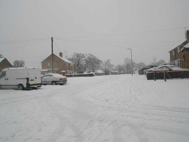 Looking from Ibsley Grove into a snowy Hooks Farm Way