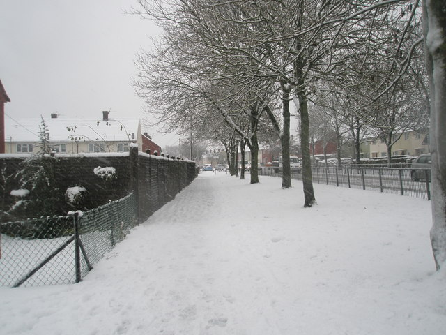 A snowy pavement in Barncroft Way