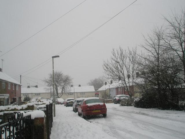 Heavy snow in Priorsdean Crescent