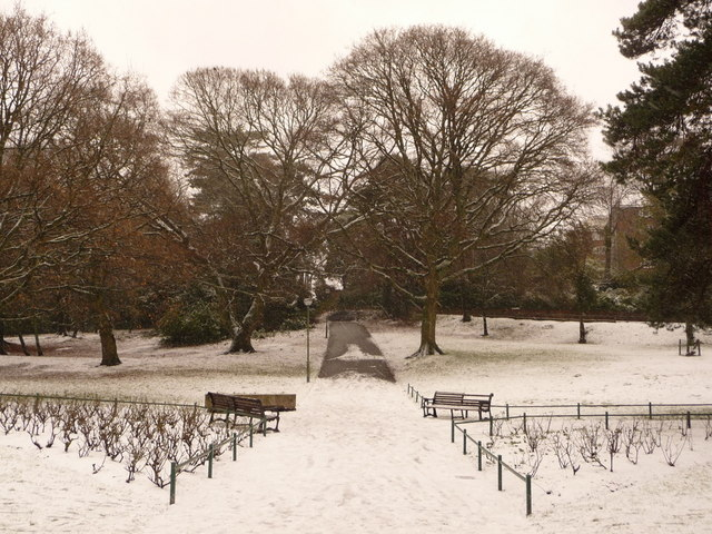 Bournemouth: a wintry scene at Horseshoe Common
