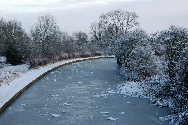 Ice and snow on the Grand Union Canal, Stockton (3)