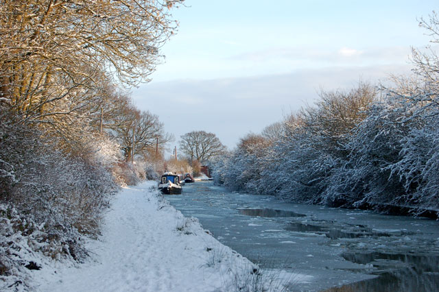 Sunlight and snow, Grand Union Canal, Tomlow