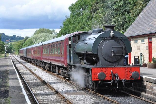 'Royal Pioneer' enters Darley Dale station-