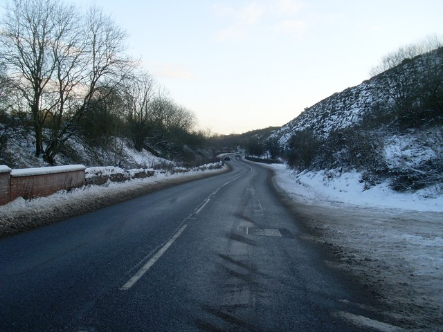 The A736 Lochlibo Road