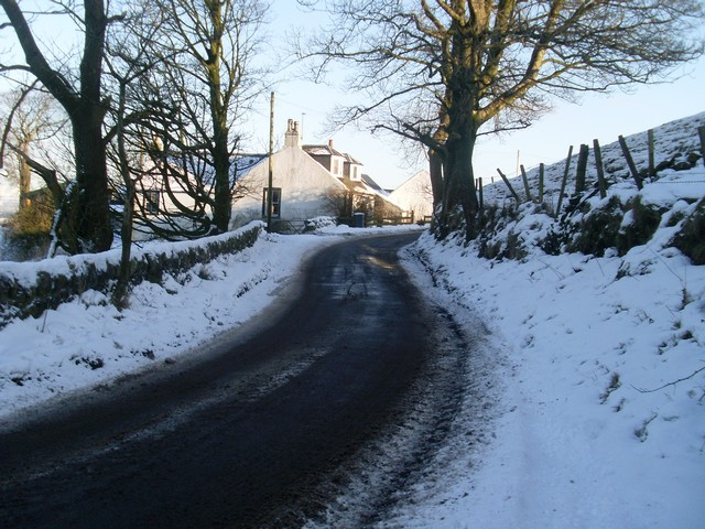 Approaching Dyke on Kirkton Road