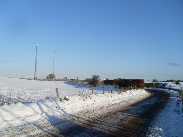 Approaching the telecommunications mast by Springhill Road