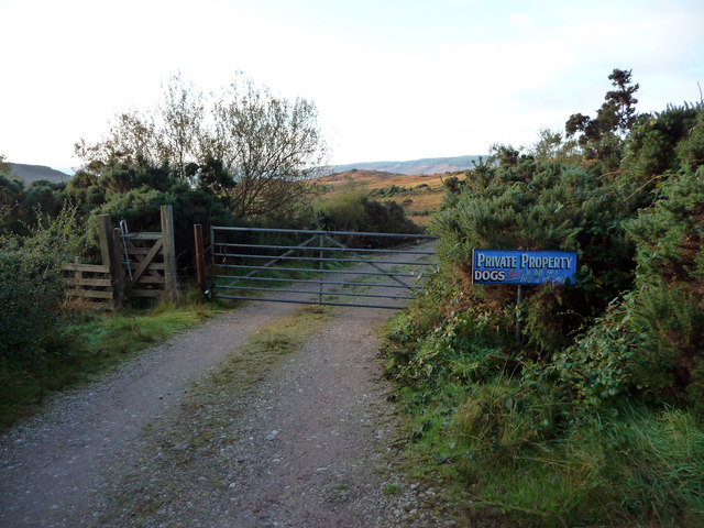 Gates at start of track towards Low Stillaig and Eilean Aoidhe