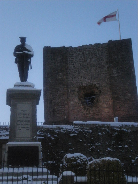 Clitheroe War Memorial and Castle.