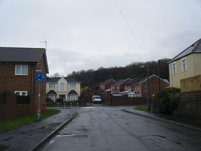 Ty Draw Lane mini roundaboutat Porthcawl Road.