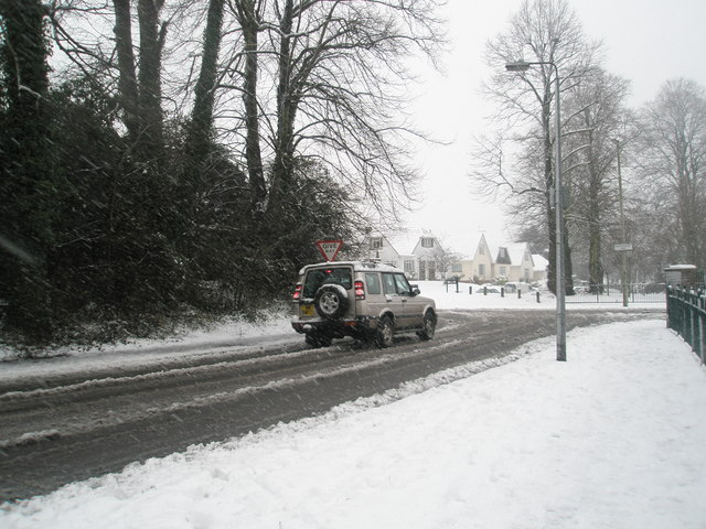 4x4 approaching the junction of Barncroft Way and Stockheath Lane