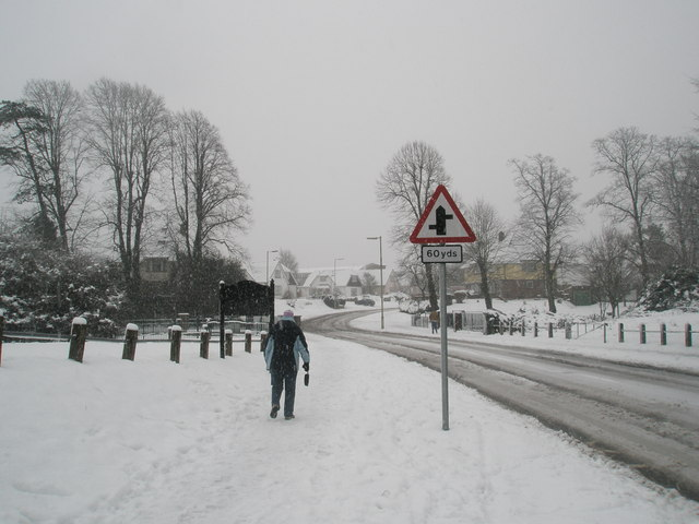 Lone pedestrian in Barncroft Way