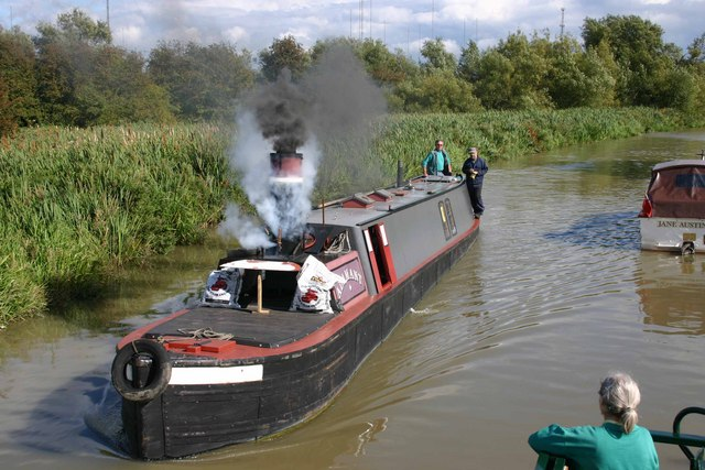 Steam powered narrowboat on the Oxford Canal