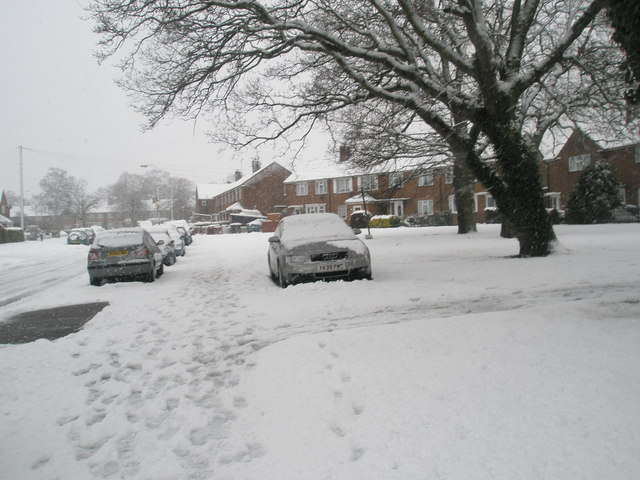 Heavy snow in Woodgreen Avenue