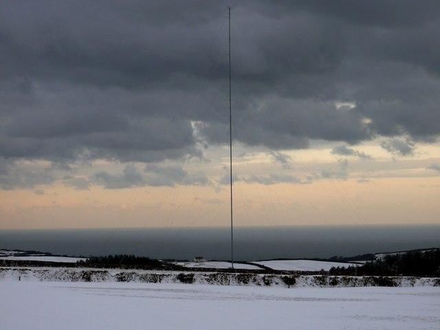 Communications mast near Mullacott Cross
