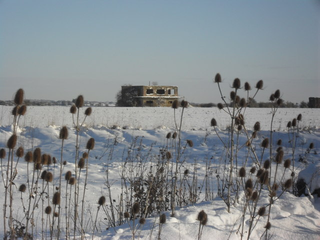 Derelict watchtower on the old Kencot airfield