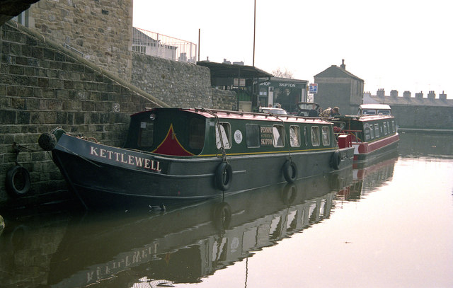 Boats for hire at Skipton