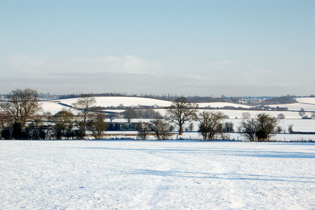 The snow-covered valley of the River Leam