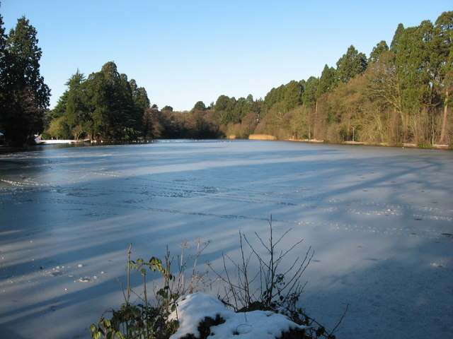 Tredegar House lake, frozen