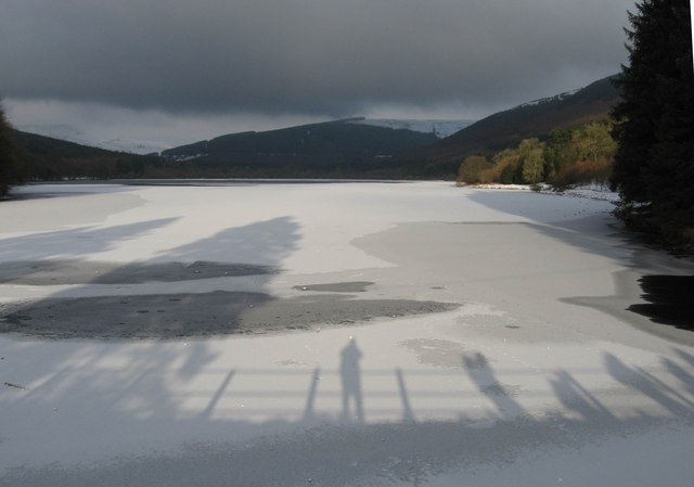 An icy Pentwyn reservoir