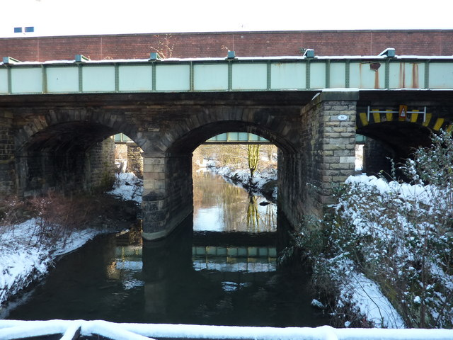 Rail bridge over Chesterfield Canal