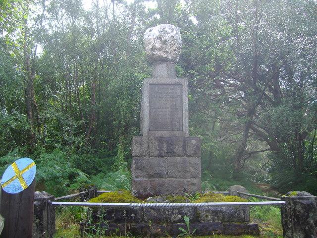 Seamus a'Ghlinne memorial cairn