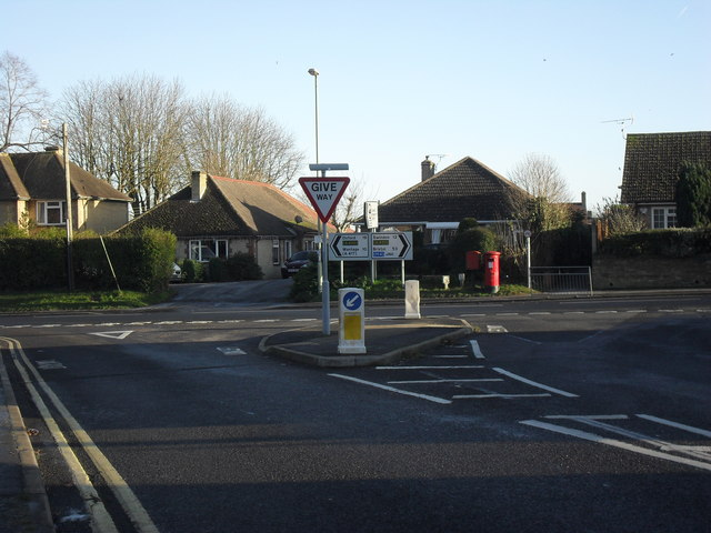 The B4019 meets Coxwell Road in Faringdon