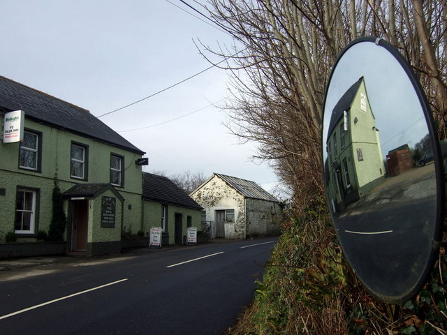 Ye Olde Inn, reflected