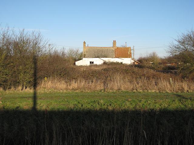 Derelict building near Soham Lode
