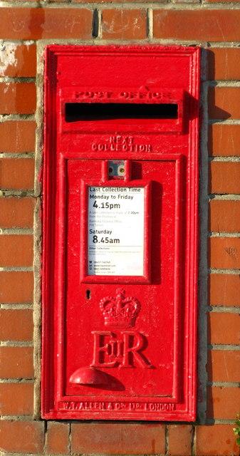 ER II Postbox, Haigh