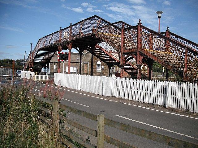 Footbridge, Barry Links station