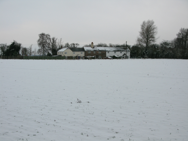 Hammill Cottages from footpath to Eastry